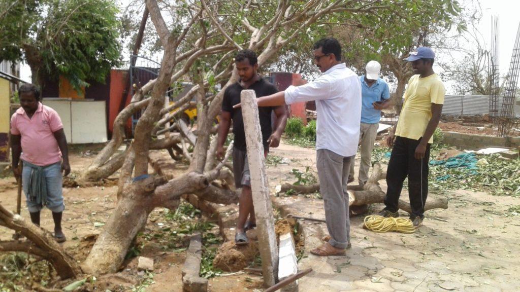 Aufräumarbeiten nach Zyklon Fani